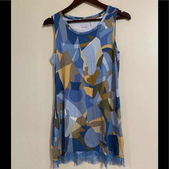 LOGO Layers geometric print tunic top